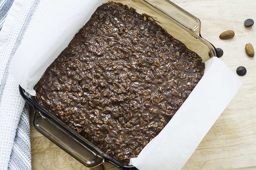 no bake chocolate almond oat bars